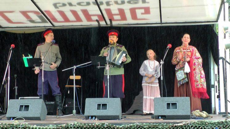 Фольклорный семейный ансамбль «Казачья традиция». Выступление в чешском городе Млада-Болеслав